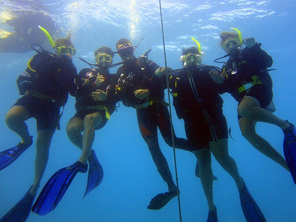 Osprey 5 Intro Divers take off with the Dive Master