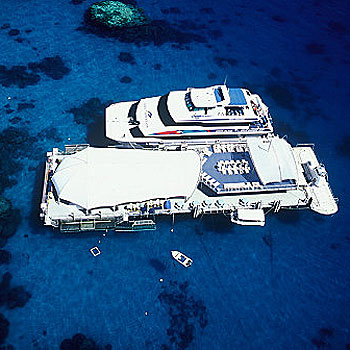 Outer Great Barrier Reef Pontoon