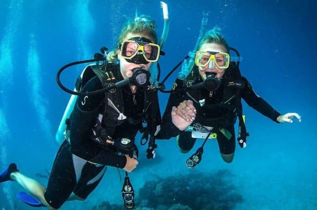 Learn to dive scuba divers
